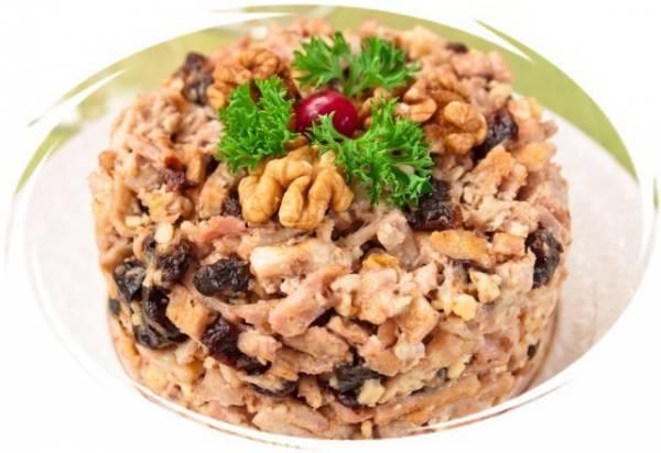 Салат из курицы чернослива и грецких орехов рецепт с