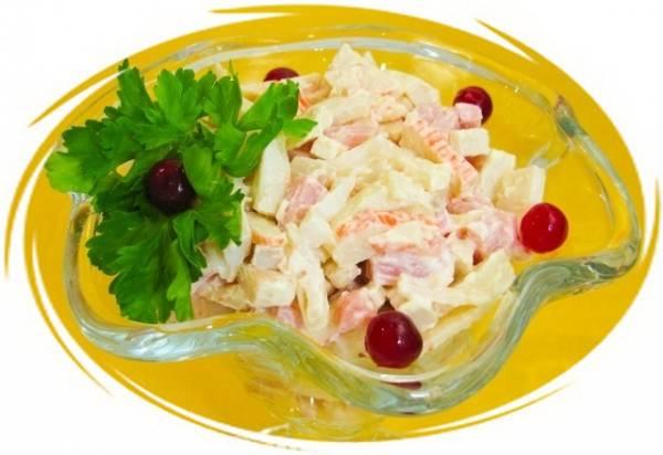 Салат с кальмарами и ветчиной и крабовыми палочками рецепт